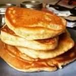 New Instagram: back from my Instagtam hiatus with racks on racks. of pancakes. #nomnom #foodporn #foodpics #macadamia #banana #pancakes #好吃的 #美食 #美式 #早餐 #breakfast #sunday thx for the mix @pym403 & Jack